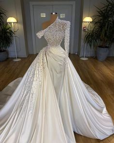 Gala Dresses, Event Dresses, Black Wedding Dresses, Bridal Dresses, Dress Wedding, Crystal Wedding Dresses, Prom Outfits, Beautiful Gowns, Dream Dress