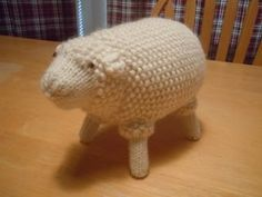 Knitted Old Fashioned Sheep Toy - Free Pattern - PDF Version here: http://library.ravelry.com/saraek/113620/Old_Fashioned_Sheep_Toy.pdf?AWSAccessKeyId=AKIAJNNSUP6J3RN4WZYQExpires=1396387722Signature=tRX5a%2Btqk%2FKvxySG48AxuOw%2BQkk%3D