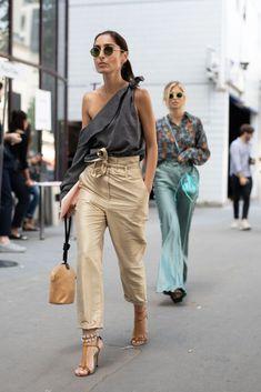 Le nuove parigine indossano le sneakers? Così sembra, da questi look streetstyle da Parigi Moda Uomoelleitalia