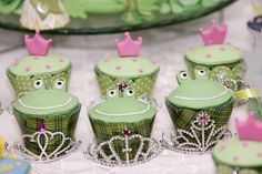 Cupcakes at a Princess and the Frog Party - Frosch Cupcakes zum Kindergeburtstag - Küss den Frosch 5th Birthday Party Ideas, Birthday Fun, First Birthday Parties, First Birthdays, Princesa Tiana, Cupcakes Princesas, Frog Cupcakes, Disney Princess Party, Frog Princess