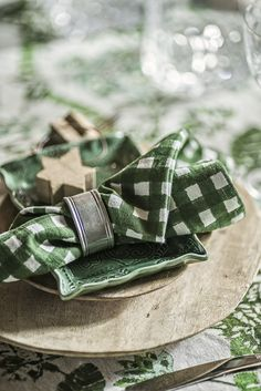 Block print green check napkins designed in Sweden by Chamois. Available in US through Esthetic Living. Swedish Style, Swedish House, Swedish Design, Scandi Style, Scandinavian Interior, Scandinavian Design, American Traditional, Image House, Allotment