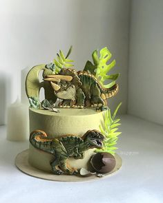 Carrot cake with caramelized nuts - HQ Recipes Dinasour Birthday, Dinosaur Birthday Cakes, Dinosaur Cake, Dinosaur Party, Bolo Thor, Dino Cake, T Rex Cake, Chocolate Chip Cake, Drip Cakes