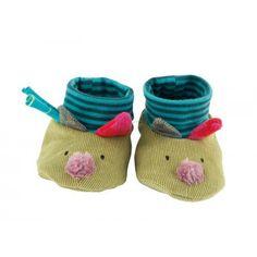 Ces charmants petits #chaussons couleur verte avec ses montants en tissus rayés vont parfaire les tenues de bébé. On reconnaît de suite le style les Jolis pas Beaux. #chaussonsloupjolispasbeaux #loup #jolispasbeaux