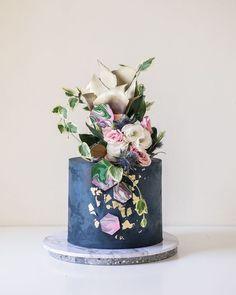blue wedding cake #weddingcakes
