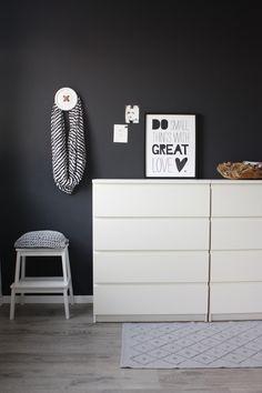 Schwarz Als Wandfarbe Ist Ein Toller Kontrast Kolorat Streichen Wandfarbe