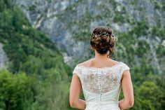 Brautfrisur - Hochsteckfrisur Wedding Dresses, Fashion, Church Weddings, Catholic, Getting Married, Dress Wedding, Bride Dresses, Moda, Bridal Gowns