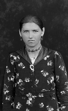 +~+~ Vintage Photograph ~+~+  Young Woman from Romania