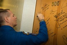 Expedition 33/34 Flight Engineer Kevin Ford performs the traditional door signing before he and fellow cremates, Soyuz Commander Oleg Novitskiy, and Flight Engineer Evgeny Tarelkin depart the Cosmonaut Hotel for their Soyuz launch to the International Space Station, on Tuesday, October 23, 2012, in Baikonur, Kazakhstan. Expedition 33 Crew Hotel Departure (201210230014HQ)