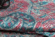 3c2074ebde51 Pashmina brodé · Un châle rare aux motifs et couleur traditionnelles  cachemire. Laine Cachemire, Motif Cachemire,
