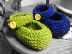 Knitted Mary Jane Booties  •  Free tutorial with pictures on how to make a baby booties in under 60 minutes