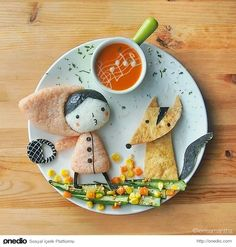 Lee Samantha's food-art - Let's go to grandma's house! Lalalalala ♬♩♪ Ingredients Red Riding Hood - Onigiri (ketchup+rice) - Nori (seaweed ) - Cheese slice - Mayonnaise (stripes on the bag) Big bad wolf - Tofu - Nori (seaweed) - created 19 February 2014 Kawaii Bento, Cute Bento, Bento Recipes, Baby Food Recipes, Kreative Snacks, Food Art For Kids, Food Artists, Food Decoration, Fruit Art