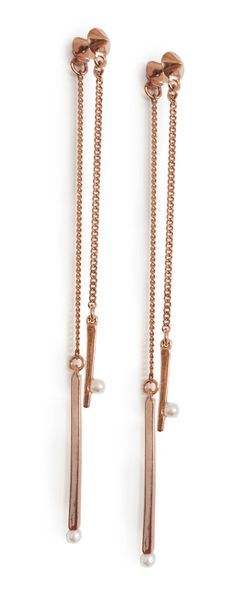 So obsessed with these bold and trendy rose gold earrings!