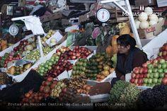 Frutas en el Mercado Central San Pedro (Tupac Amaru, Cuzco, Pêru)