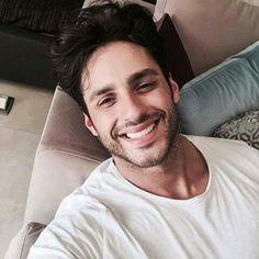 Turkish Men, Turkish Beauty, Turkish Actors, Ulzzang Kids, Photography Poses For Men, Pop Singers, Handsome Boys, Pretty Face, Gorgeous Men