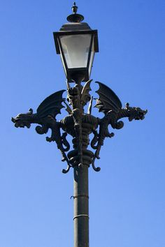 Google Image Result for http://photos.onfocus.com/photos/2006/01/lamp-post.jpg