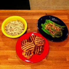 Turkey patties with asparagus amandine and garlic pasta