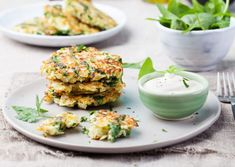 Enjoy the hot weather this summer with these veggie fritters recipe which will pacifiy each dosha and offer some light and crunchy salad accompaniments. Pancakes Leger, Raw Food Recipes, Healthy Recipes, Veggie Fritters, Potato Pancakes, Homemade Breakfast, Tzatziki, Tofu, Vegetables