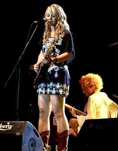 Samantha Fish Blues Artists, Music Artists, Jazz Music, Rock Music, Divas, Women Of Rock, Estilo Rock, Guitar Girl, Female Guitarist