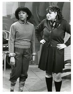 """Tootie and Natalie . this looks like it's from the """"One Enchanted Evening"""" episode . Great Tv Shows, Old Tv Shows, Movies And Tv Shows, Facts Of Life Cast, Mindy Cohn, One Enchanted Evening, Young Movie, Life Tv, Family Tv"""