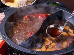 食通のためのグルメメディアdressing「千葉泰江」の記事「うま辛~い火鍋で夏バテ解消!栄養抜群のとろける豚肉をしゃぶしゃぶする火鍋専門店『ファイヤーホール陳』」です。