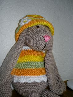 Cute bunny - paashaasje, original pattern found on : http://www.caron.com/projects/op/op_bunny.html  Site in in Dutch, use translator