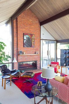 Midcentury Living Room Design Ideas, Pictures, Remodel and Decor Brick Fireplace, Fireplace Surrounds, Living Room Designs, Living Spaces, Mid Century Living Room, Bedroom Decor, Kids Rugs, Outdoor Decor, Remodels
