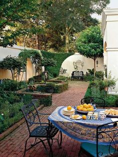 love this courtyard with raised beds