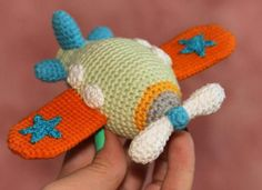 This is such a cute Amigurumi crochet airplane. The Amigurumi Airplane Free Crochet Pattern is worked up quickly with single crochet stitches. Crochet Wolf, Crochet Bunny, Cute Crochet, Crochet Animals, Minion Crochet Patterns, Amigurumi Patterns, Amigurumi Doll, Crochet Hook Set, Stuffed Animal Patterns