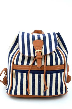 Γυναικείο σακίδιο πλάτης ριγέ σε μπλε & άσπρες αποχρώσεις. Κλείνει με μαγνητικό κούμπωμα και φερμουάρ. Το ύφασμα της είναι εξαιρετικής ποιότητας canvas. Diaper Bag, Backpacks, Bags, Military Personnel, Handbags, Diaper Bags, Mothers Bag, Backpack, Backpacker