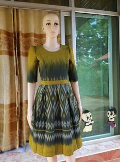 Myanmar Traditional Dress, Thai Traditional Dress, Traditional Outfits, Frock Fashion, Batik Fashion, Women's Fashion Dresses, Batik Dress, Silk Dress, Simple Dresses