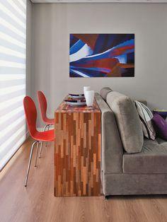 solução simples num espaço pequeno, mesa atrás do sofá!