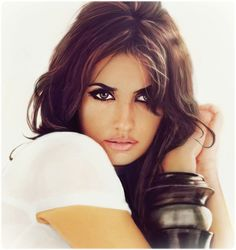 The Spanish actress and model Penelope Cruz and her works . Sexy Make-up, Beautiful People, Beautiful Women, Beautiful Eyes, Spanish Actress, Modelos Plus Size, Hollywood, Dramatic Eyes, Dramatic Makeup
