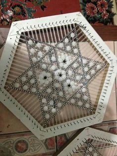 Loom Knitting, Plastic Canvas, Chanel Boy Bag, Doilies, Table Runners, Home Crafts, Macrame, Weaving, Baby Shower