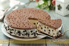 Torta gelato cookie, due strati di biscotti che racchiudono un gelato alla panna cremoso e cioccolato. Ricetta golosa, fresca, perfetta per l'estate!