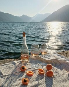 Image about summer in wine:. Beach Aesthetic, Summer Aesthetic, Travel Aesthetic, Aesthetic Gif, Photowall Ideas, European Summer, Beach Picnic, Northern Italy, Aesthetic Pictures