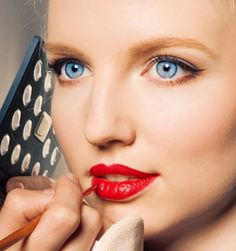 Here's a step-by-step lowdown on how to apply lipstick correctly. Before applying lipstick, base your lips with a thin layer of foundation/ concealer with the help of your eye-shadow brush. Beauty Hacks Nails, How To Apply Lipstick, Lipstick Primer, How To Apply Foundation, Lip Fillers, Prevent Wrinkles, Beautiful Lips, Beauty Secrets, Beauty Tips