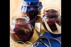 Džem ze švestek s ořechy a rumem | Apetitonline.cz Chocolate Fondue, Rum, Mason Jars, Food And Drink, Homemade, Tableware, Dinnerware, Tablewares, Canning Jars