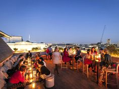 Time Out's guide to the best rooftop bars in London. Discover our recommended London rooftop bars, from terraces in the sky to petite spaces a little closer to ground. Bars In Soho London, London Rooftop Bar, Best Rooftop Bars, Rooftop Restaurant, Cool Bars London, London Blog, London Life, Roof Gardens London, London Garden
