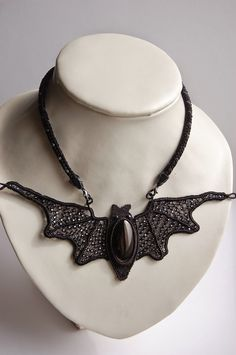 macrame-etc: bat-necklace