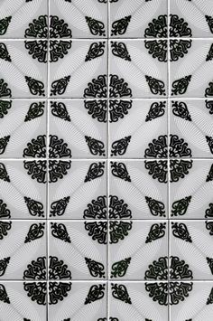 "Classic Patterned ""Tile"" Wallpaper"