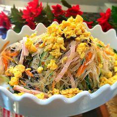大好きなクララちゃんのお料理で一番作らせてもらったレシピがこの春雨サラダです。 それまでは味にパンチがないのが悩みで、買っていました。 3倍量で作ってもあっという間になくなりますよ〜 クララちゃん! 楽チン♡な作り方を教えてくれて、ありがとね! ヽ(*^∇^*)ノ - 142件のもぐもぐ - くららさんの料理                          あっとゆーま                             中華春雨サラダ by 1125shino