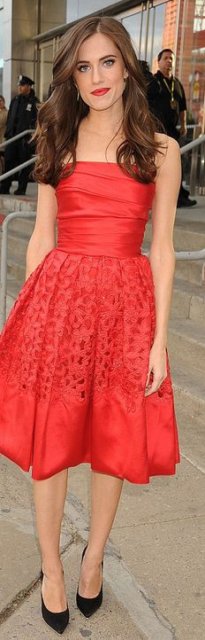 Allison Williams: Dress – Naeem Khan  Jewelry – Jennifer Meyer