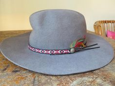 Smithbilt hats FOR Calgary Stampede Chapeau Canada Western Men and woman Medium 1990 Feather Hat, Mode Vintage, Hat Making, Calgary, Cowboy Hats, Westerns, Canada, Woman, Architecture