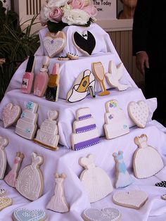 cookie display Cookie Table Wedding, Wedding Dress Cookies, Wedding Shower Cookies, Bridal Shower, Cookie Display, Cupcake Display, Bake Sale Displays, Cinderella Sweet 16, Cake Show