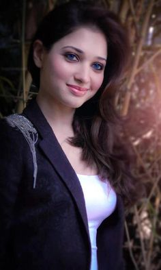 South Indian actress Tamanna Bhatia best picture and wallpaper gallery. Best hd image of actress Tamanna Bhatia. Bollywood Actress Hot Photos, Bollywood Girls, Beautiful Bollywood Actress, Actress Photos, Bollywood Fashion, Bollywood Saree, Indian Celebrities, Bollywood Celebrities, Beautiful Celebrities