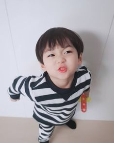 Like Little Jungkookie ~ Cute Baby Boy, Cute Little Baby, Little Babies, Cute Boys, Kids Boys, Baby Kids, Cute Asian Babies, Korean Babies, Asian Kids