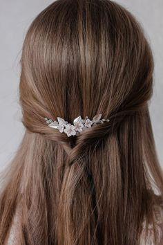 Flower Headpiece Wedding, Floral Headpiece, Bridal Headpieces, Open Hairstyles, Elegant Hairstyles, Wedding Hairstyles, Diy Tiara, Hear Style, Japanese Hairstyle