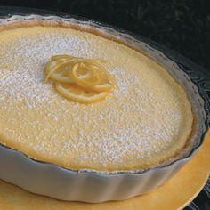 Tarta de Limon y Coco  http://www.hispanickitchen.com/profiles/blogs/tarta-de-limon-y-coco-lemon-coconut-pie#.ULwDYeTLSSo