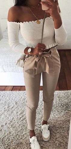 Pretty Spring Outfits You Should Already Own - Trendy Outfits Teen Fashion Outfits, Look Fashion, Fall Outfits, Fashion Dresses, Fashion 2020, Unique Fashion, Fashion Ideas, Moda Outfits, Fashion Hair