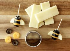& Olive Bees Cheese & Olive Bees - -Cheese & Olive Bees - - A fun snack recipe for cheese and olive bumble bees by Glitter and Bubbles. Mini Banana Muffins, Corn Dog Muffins, Broccoli Nutrition, Cheese Nutrition, Pasta Nutrition, Milk Nutrition, Nutrition Classes, Nutrition Guide, Olives